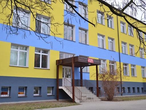 Wejście do budynku przy ulicy Zgliczyńskiego